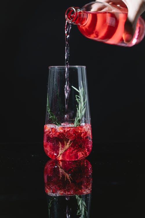 혈압 감소에 물 보다 효과적인 음료.jpg